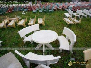 mẫu bàn ghế đá ngoài trời trắng đẹp